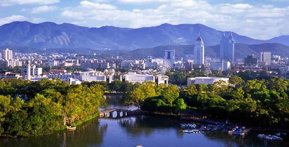 近年来常出现热岛效应,又福州为盆地地形,夏季中午气温高达36℃以上.