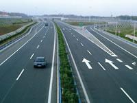 过境的京珠高速公路