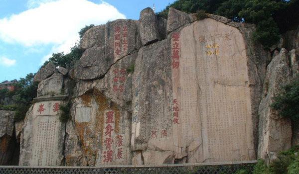 也吸引着历代文人墨客,如李白,杜甫等漫游泰山,留下了许多优美的诗篇.